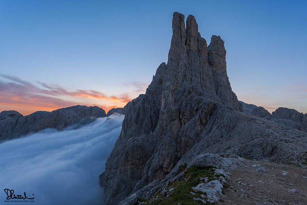 Le torri del Vajolet all'alba, dal Passo di Laurino