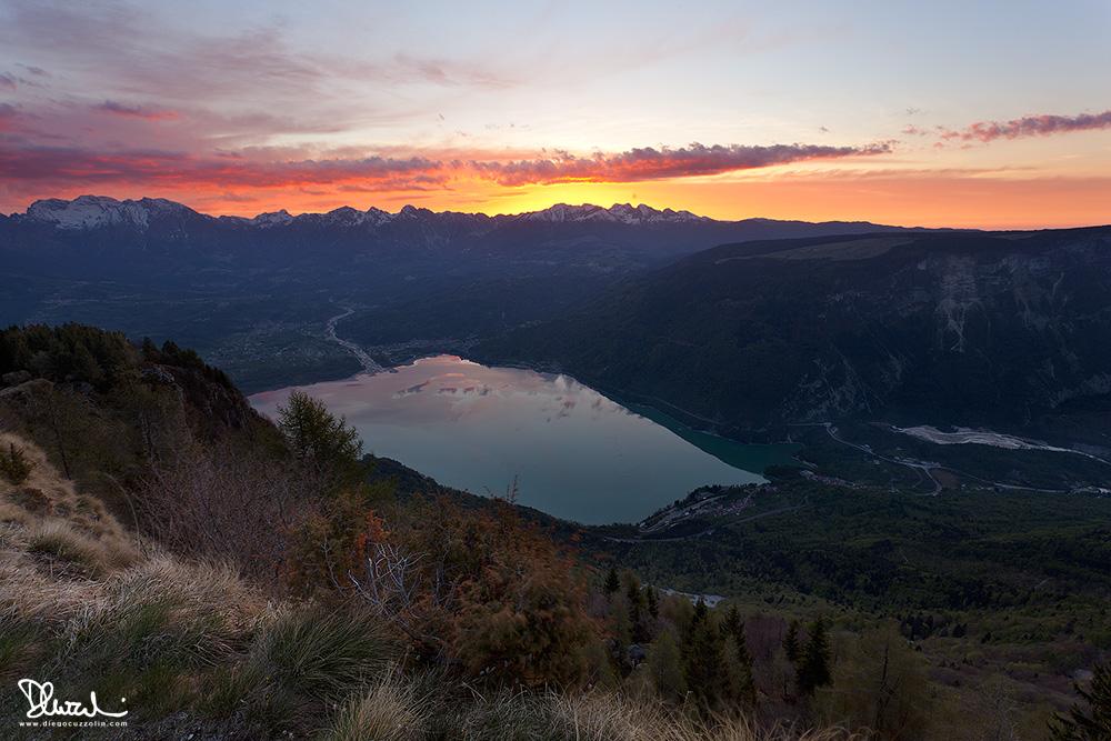 Alba sull'Alpago e sul Lago di Santa Croce dal monte Faverghera
