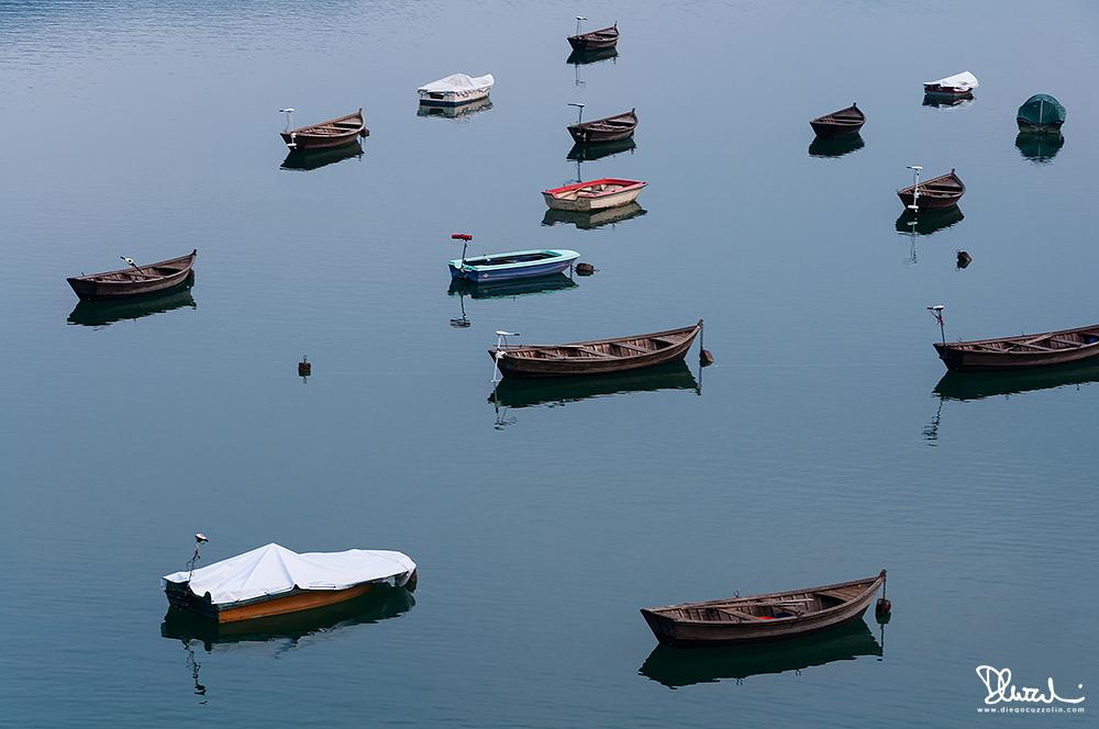 Parcheggio ordinato sul Lago di Santa Croce