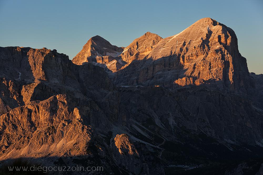 le luci del tramonto sulle tre Tofane (da sin. de Inze, di Mezzo e di Rozes)