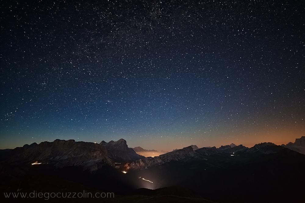 spettacolo notturno dalla vetta del Col di Lana, verso Cortina e le sue Dolomiti