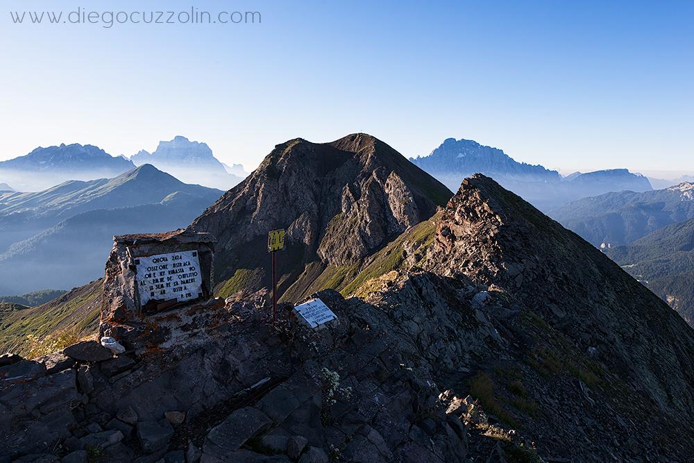 il Col di Lana, incorniciato da Pelmo e Civetta, visto da Cima Sief