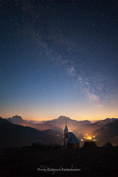 Vista notturna sulla Val Cordevole