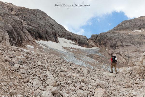 Avvicinamento al ghiacciaio del Vernel, in fondo forcella Marmolada