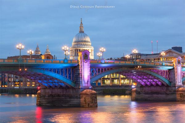 Crepuscolo sul Southwark Bridge, con St Paul sullo sfondo