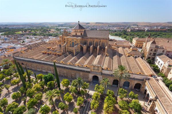 La vista dalla sommità del campanile, verso il Patio de los Naranjos e la Mezquita
